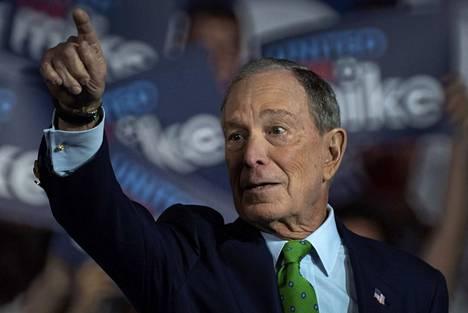 New Yorkin entinen pormestari Michael Bloomberg on ison rahan tulokas demokraattien presidenttikilvassa. Hän on omistaa muun muassa nimeään kantavaa talousmediaa.2020.