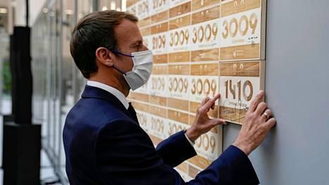 Ranskan presidentti Emmanuel Macron vieraili Pariisin olympialaisten järjestelytoimikunnan konttorilla torstaina.