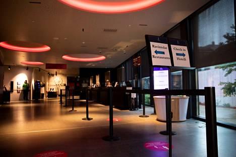 Tampereen Tornihotelli avasi ovensa poikkeusajan jälkeen 1.7.2020. Hotellissa oltiin varauduttu tarkoilla hygieniamääräyksillä.