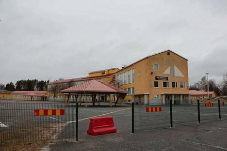 Korona autioitti Ahlströmin alakoulun. Vain muutama oppilas saa lähiopetusta.