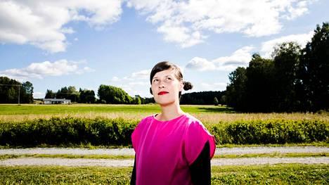 Vilja-Tuulia Huotarisen romaaniin Valoa valoa valoa perustuvaa elokuvaa on kuvattu tänä kesänä. Huotarinen kuvattiin elokuussa 2018 vanhempien kotona Lempäälän Säijässä. Kotiseutu oli mielessä romaania kirjoittaessa.