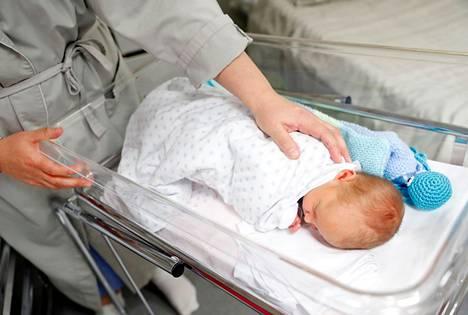 Alkuvuonna Satakunnassa on syntynyt enemmän vauvoja kuin viime vuonna vastaavaan aikaan, kertovat ennakkotilastot. Onko se koronan ansiota vai ei, on vaikea sanoa.