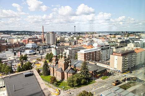 Pirkanmaa on ilmamassan rajavyöhykkeellä, jonka vuoksi luvassa on ajoittaista pilvisyyttä, sateita sekä poutaisempia hetkiä. Tältä näytti Tampereen keskusta syyskuun alussa.