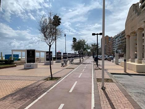 Espanjan Aurinkorannikko on suomalaisten suosiossa. Fuengirolan kaupungin kadut olivat alkuviikosta autioituneet.