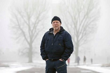 Toimittaja Pertti Rönkkö on onnistunut kuvaamaan eloisasti ihmisiä hengenvaarallisissa olosuhteissa.