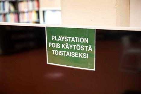 Koronavirusepidemia näkyy Porissa muun muassa siinä, että pääkirjaston pelikonsolit ovat poissa käytöstä.