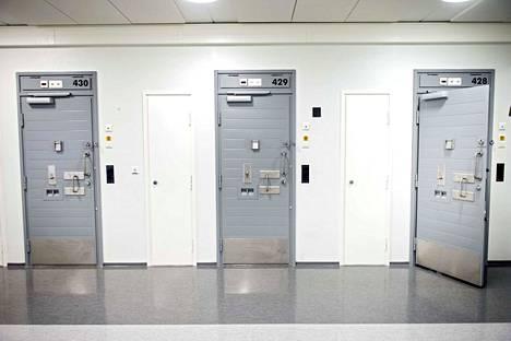 Myös vankilan henkilökunnalle on tarkoitus alkaa tehdä turvatarkastuksia.