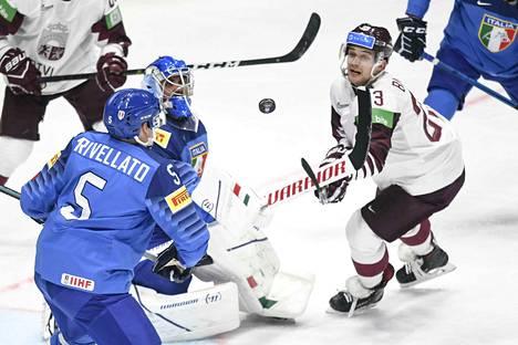 Maskinsa vaihtanut Andreas Bernard näyttää olevan ainoa Italian pelaaja, joka kuuluu A-sarjaan.
