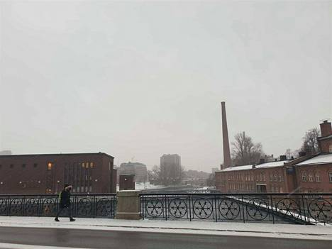 Sää muuttui iltapäivällä haastavaksi. Taivaalta tuli lunta ja räntää.