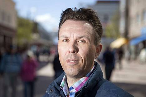 Kaupunkisuunnittelupäällikkö Mikko Nurminen ei ole aina kännykän päässä.