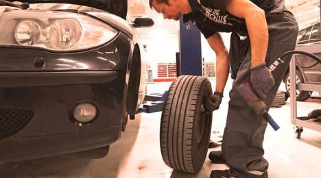 Mikan ja Anssin Autohuolto tekee rengas- ja jarrutyöt ammattitaidolla.