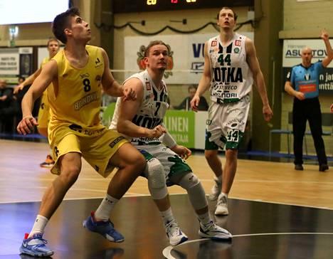 Antti Ahonen pelaa BC Nokian edustusjoukkueessa myös jatkossa. Kuva helmikuisesta Kotka-pelistä, jossa Ahonen pelasi vahvasti, pisteitä kertyi 14 ja levypalloja 7.