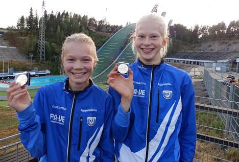 Keuruun kisailijoiden Tuuli Järvinen ja Helmi Karkiainen tekivät menestyneen SM-kisamatkan Lahteen.