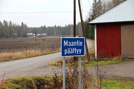 Kokemäen Kiettareentielle on vasta ilmestynyt Maantie päättyy -merkki.