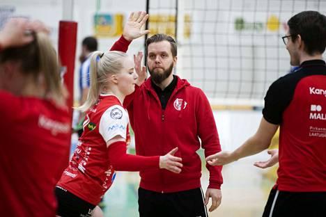 LP Kangasalaa valmentavalla Arttu Keräsellä oli aihetta ylävitosiin viikonlopun onnistuneiden otteluiden jälkeen.