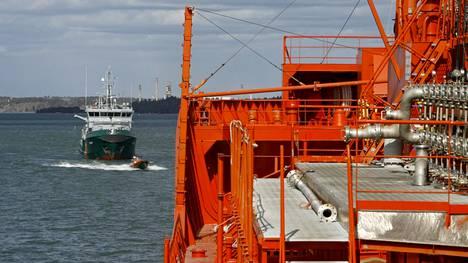 Kemikaaliliikenne Itämerellä on vilkasta. Pelkästään Suomen satamien kautta kulkee vuosittain miljoonia tonneja kemikaaleja.