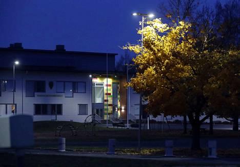 Kaarisillan koululla sattui perjantaina välikohtaus, jossa tarvittiin poliisin väliintuloa.