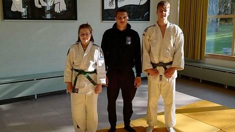 Nokian Judon joukkue nuorten SM-kisoissa: Anni Lehto, Eetu Ihanamäki ja Reigal Põltsam.