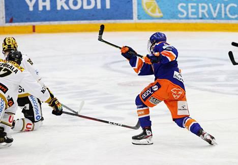 Patrik Virta laukoi pelin avausmaalin tiistain Kärpät-koitoksessa.