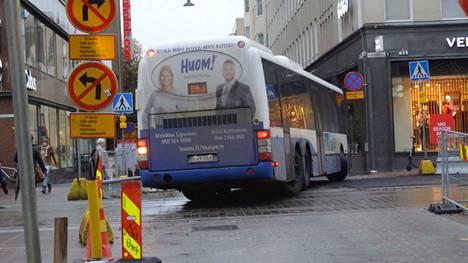 Bussit alkavat ajaa Aleksanterinkadun kautta, kun ratikkatyöt alkavat Hatanpään valtatiellä. Pelastuslaitos on huolissaan paloautojen ja ambulanssien kulkemisesta ruuhkassa.