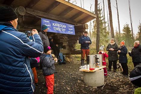 Kaipolan Tiirojen lippukunnanjohtaja Veijo Toimela muistutti, että laavu on oiva paikka luonnon kunnioittamisen opetteluun ja hiljaisuudesta nauttimiseen.