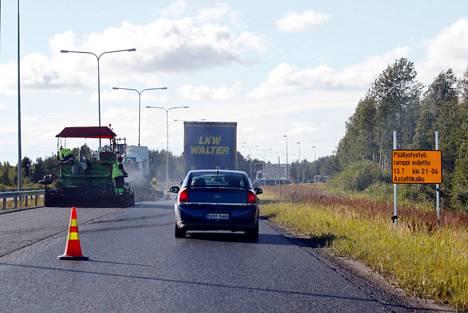 Viime kesänä päällystystöitä tehtiin muun muassa valtatie 2:lla Porissa.