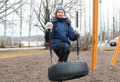 Juokslahden koulua käyvän Enni Laivasen mielestä Jämsän kylillä on paljon touhua ja elämää.