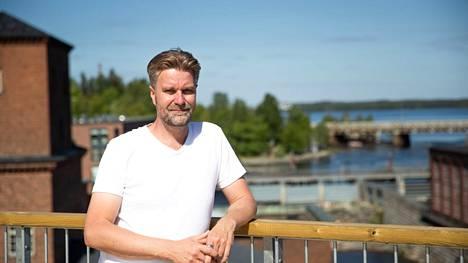 Heikki Närvänen kehitti Suomen ensimmäisen kattokävelyn Finlaysonille. Aamulehti kuvasi Närväsen Finlaysonin katolla kesällä 2020.