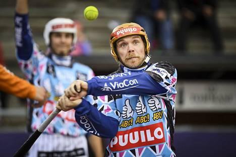 Vimpelin Vedon jokeri Janne Mäkelä löi avausjaksolla kolme juoksua pronssipelien avauspelissä Jymyä vastaan.