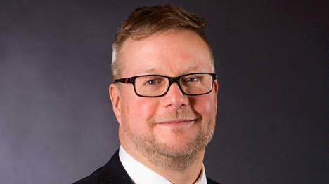 Valtteri Väyrynen on maanantaista alkaen Kuhmoisten kunnanjohtaja. Hän on ehtinyt työskennellä niin päiväkodissa, palomiehenä, rauhanturvaajana kuin virkamiehenä.