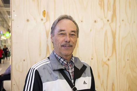 Martti Kolehmainen kävi äänestämässä kauppareissun yhteydessä. Ehdokkaan valitseminen ei tuottanut hänelle vaikeuksia,