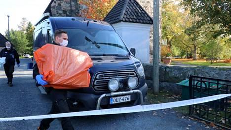 Poliisioperaation aiheuttanut matkalaukku löytyi kirkon oven edestä.