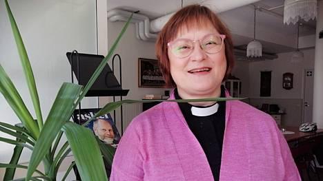 Minna Teräväisen vastuisiin kuuluu Jämsän seurakuntapastorin virassa diakonia ja työskentely aikuisten parissa.
