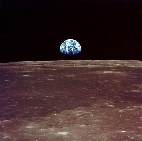Maannousu Kuusta nähtynä. Nasan suunnitelmiin kuuluu uusi kuulento Kuun etelänavalle vuoteen 2024 mennessä. Rahoitus on vielä auki.