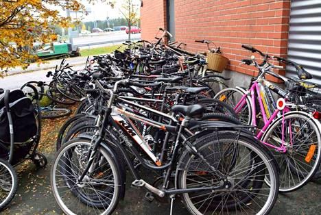 Nämä pyörät huutokaupattiin Raisiossa 3 vuotta sitten.
