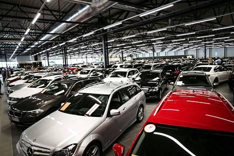 Muuttujia on monta, mutta autokaupan lähitulevaisuus näyttää pitkästä aikaa enemmän valoisalta kuin synkältä.