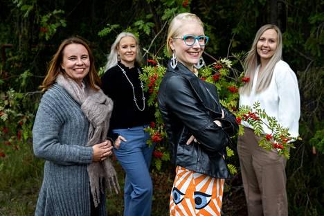 Stemsight-yrityksen perustaneilla Heli Skottmanilla (vas.), Tanja Ilmarisella, Laura Koivusalolla ja Anni Möröllä on kokemusta kantasolujen tutkimuksesta yhteensä kymmeniä vuosia. Nyt on koittanut aika siirtää laboratoriossa tehtyä perustutkimusta sokeutta parantaviksi hoidoiksi potilaille.
