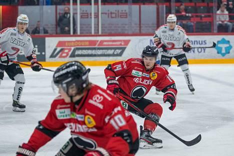Identtiset kaksoset Miro ja Atte Mäkinen pelaavat taas samassa joukkueessa ja samassa ketjussa.