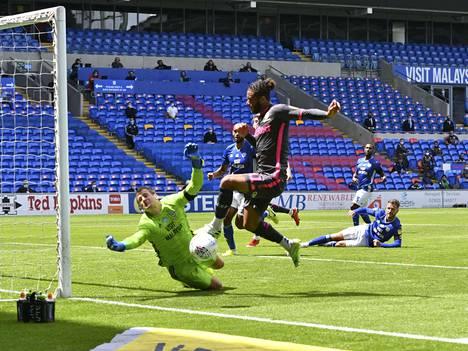 Mustapaitainen Leeds voitti edellisessä pelissään Cardiffin, ja muiden tuloksien ollessa suotuisat se juhlii nyt nousua Valioliigaan.