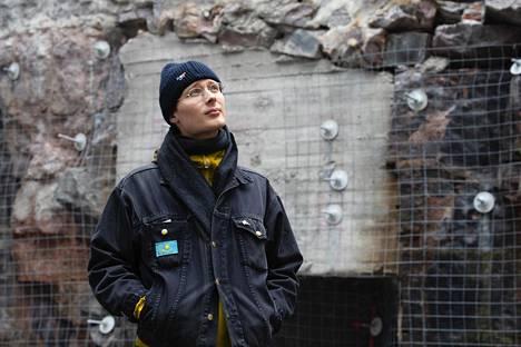 Töölön Ketterästä tuttu artisti Fedja Kamari on tehnyt soololevyn taiteilijanimellä Handshaking.