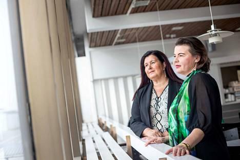 Kasvu- ja kansainvälistymiskoordinaattori Carita Vastinesluoma ja kehittämis- ja asiakkuuspäällikkö Anne Jortikka joutuvat vielä malttamaan matkustushaluiset mielensä. Korona-avustusten jälkiseuranta ja kansainvälistymishankkeiden valmistelu etenevät kuitenkin täyttä päätä, jotta esimerkiksi työllisyyden kohtaanto-ongelmaa päästään hoitamaan heti, kun rajat jälleen aukeavat.