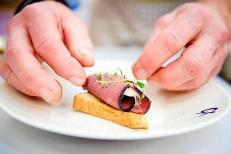 Myös Pirkanmaalla ravintolat voivat avautua kuuden viikon sulun jälkeen aukiolorajoituksia ja muita tiukkoja koronaohjeita noudattaen.