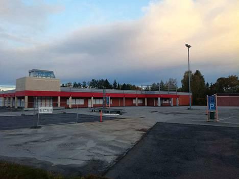 Power-kauppiaaksi muuttavalla Lassi Tuomisella on jo luonnokset valmiina noin 800 neliömetrin hallista Roismalaan, nykyisen LöytöTexin kiinteistön viereen.