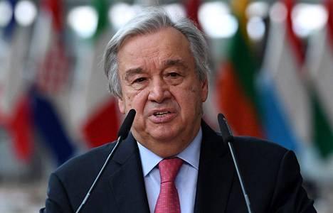 YK:n pääsihteeri Antonio Guterres sanoo, että Afganistanin talouden romahtamisella olisi humanitaarisia seurauksia. Guterres kuvattiin Brysselissä 26. elokuuta.