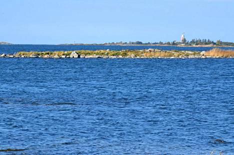 Rehevöitymisestä kertovat fosfori- ja typpipitoisuudet olivat heinäkuussa Rauman edustalla poikkeuksellisia. Korkeita pitoisuuksia mitattiin ulkosaarien vesiltä. Kuva Rauman Valkeakarin seutuvilta Kylmäpihlajan suuntaan.