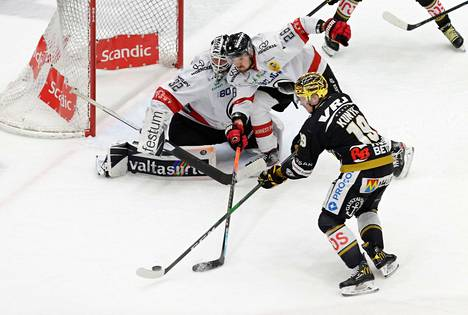 Kärppien kultakypärä Cody Kunyk iski Ässiä vastaan kaksi maalia, joista toinen nähtiin aivan kolmannen erän lopussa. Rasmus Tirronen ja Kasper Kotkansalo seuraavat tilannetta.