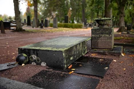 Käppärän hautausmaalla on tehty vahinkoa ennenkin. Arkistokuva on viime lokakuulta.