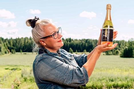 Laho-pullon kauneus korostui loppukesän auringon kilossa, kankaanpääläistä maalaismaisemaa vasten.