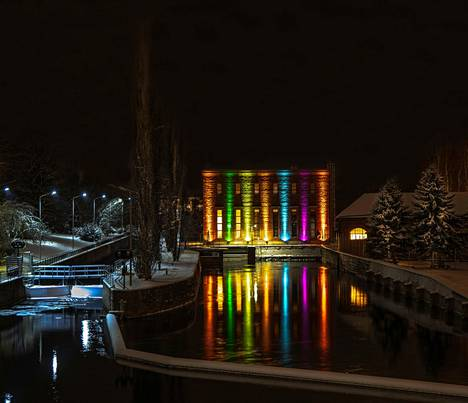 Heska Korhonen valokuvasi Valkeakosken kanavan voimalaitoksen iltavalaistuksen 3. tammikuuta.