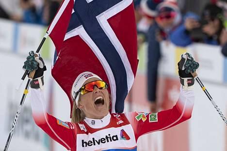 Therese Johaug kahmii Norjan mestaruuksia juoksukisoissakin.